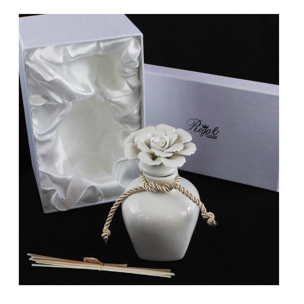 Bomboniera-Profumatore-Bianco-in-ceramica-con-Fiore-Diffusore-per-Ambienti