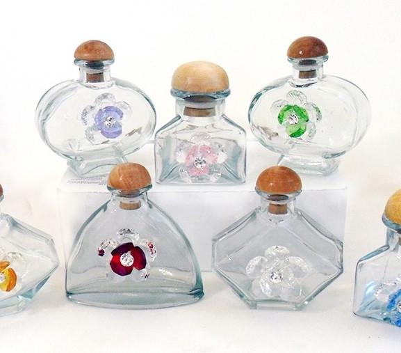 Barattoli in vetro con fiori assortiti in cristallo brillante
