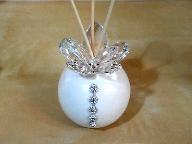 Profumatore in ceramica con fiore in cristallo e punti luce, completo di scatola