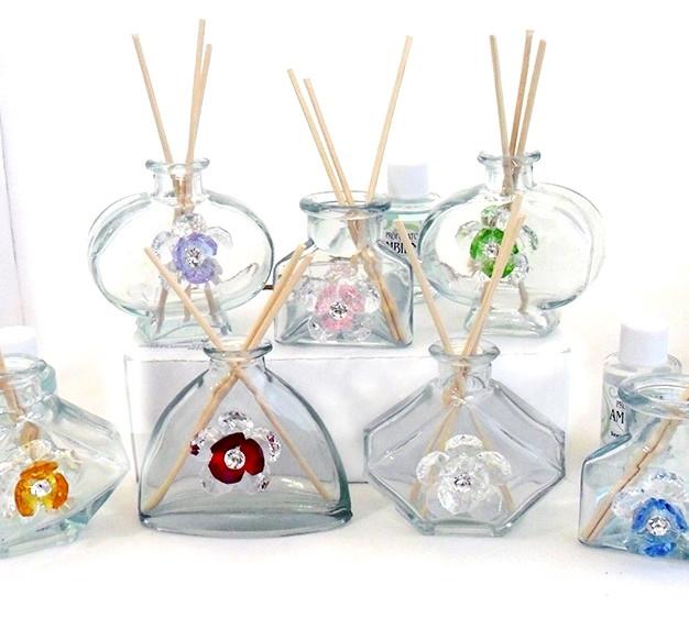 Profumatori in vetro con fiori assortiti in cristallo brillante