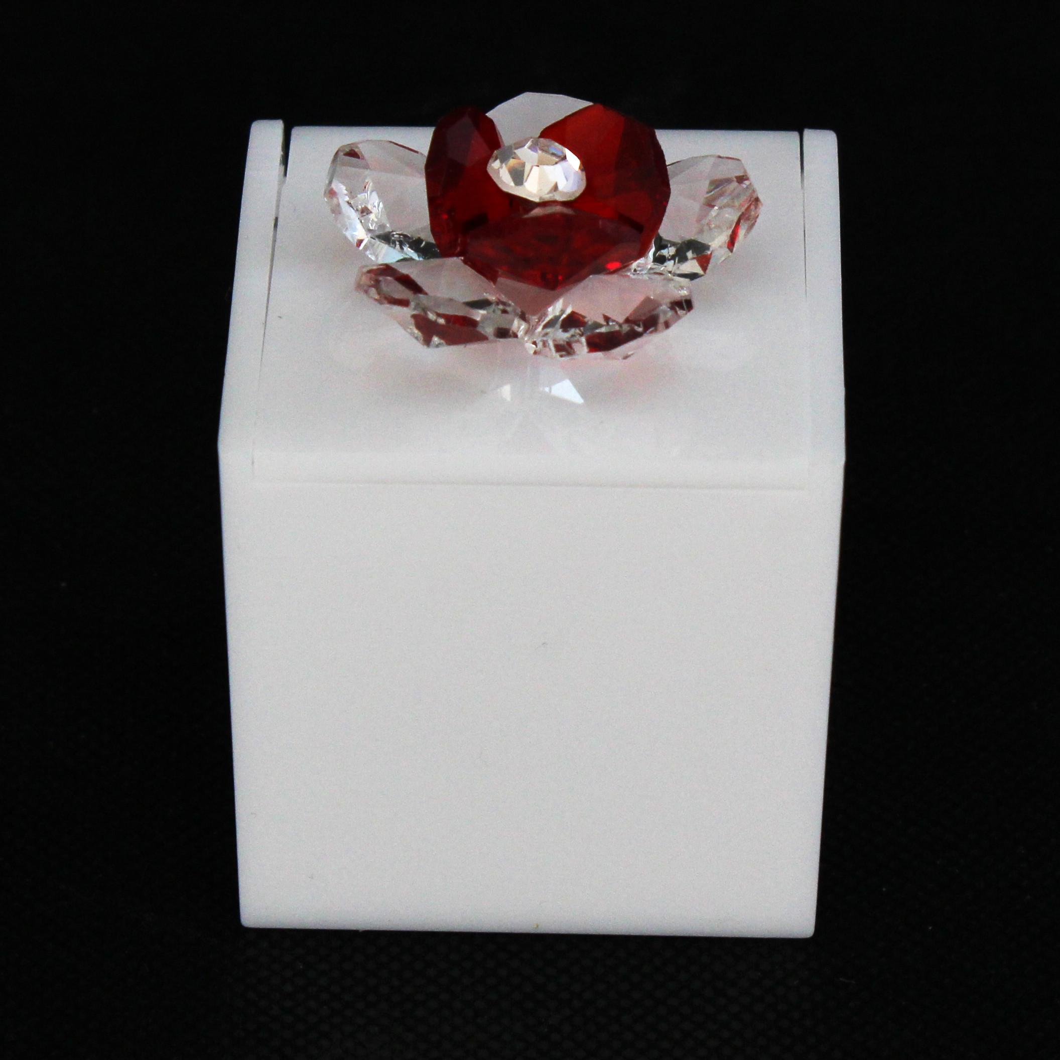 Scatolina in plastica bianco con fiore in cristallo_Rosso