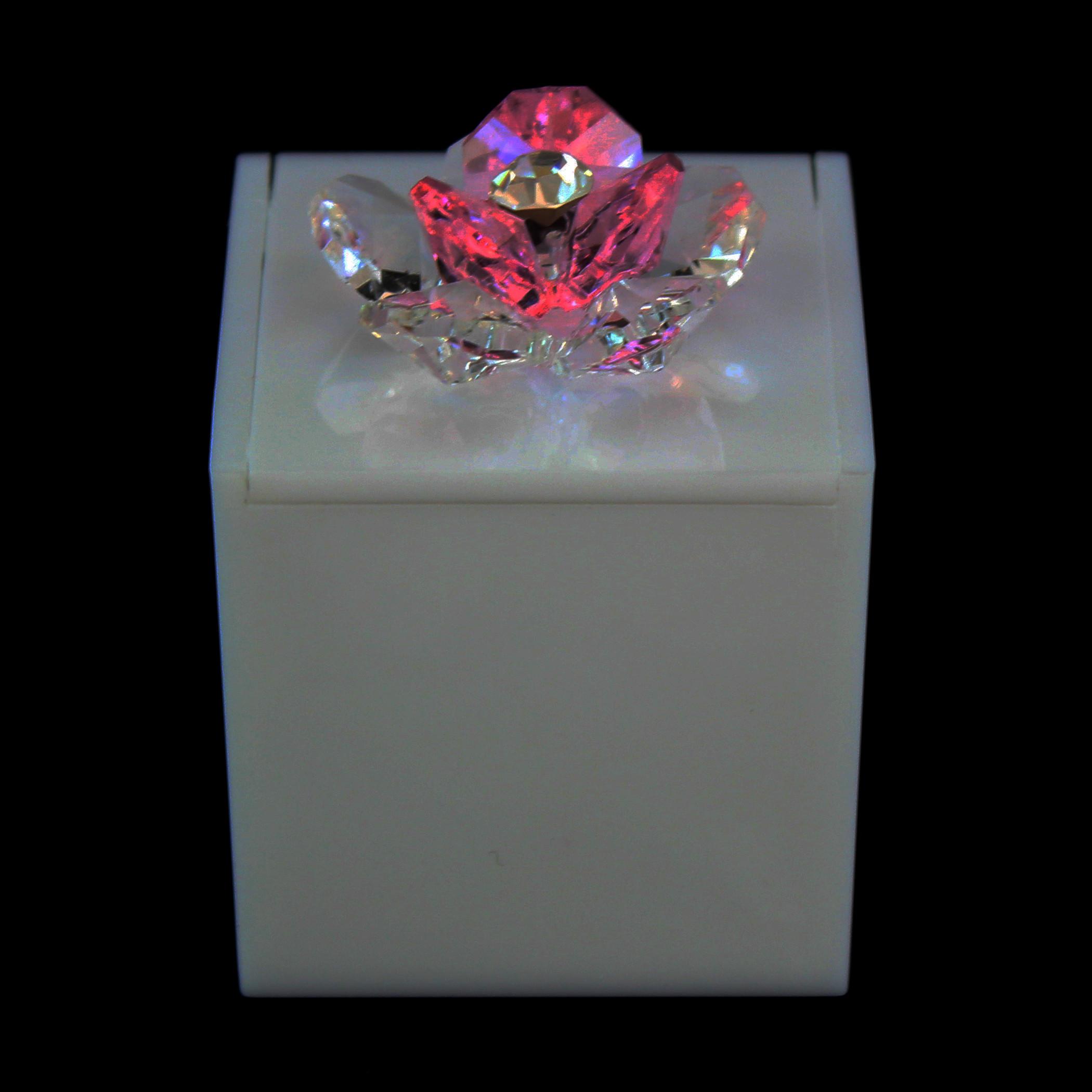 Scatolina in plexiglass bianco con fiore in cristallo_Rosa