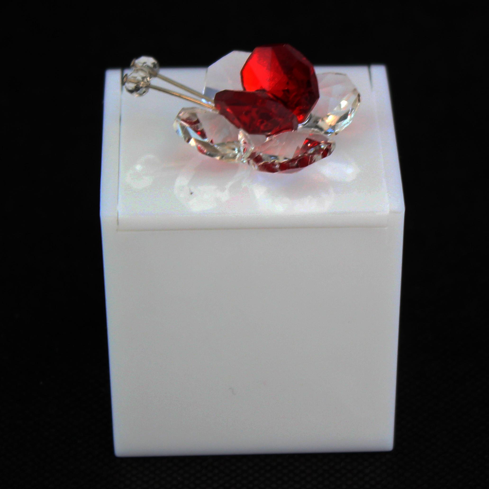 Scatolina in plexiglass bianco con farfalla in cristallo_Rosso