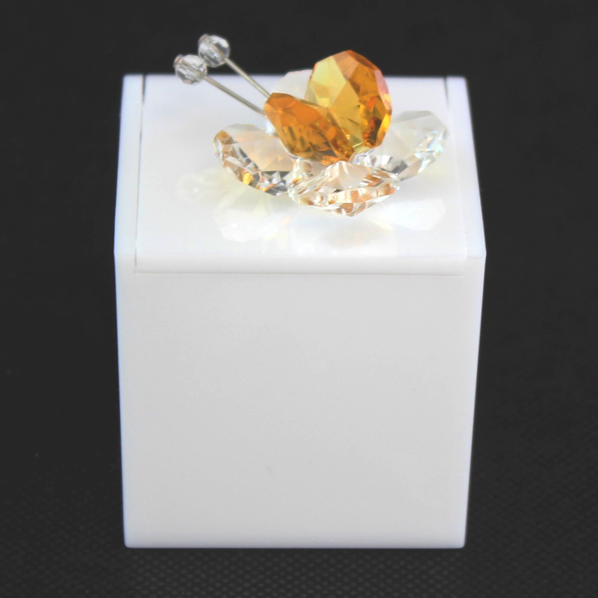 Scatolina in plexiglass bianco con farfalla in cristallo_Giallo