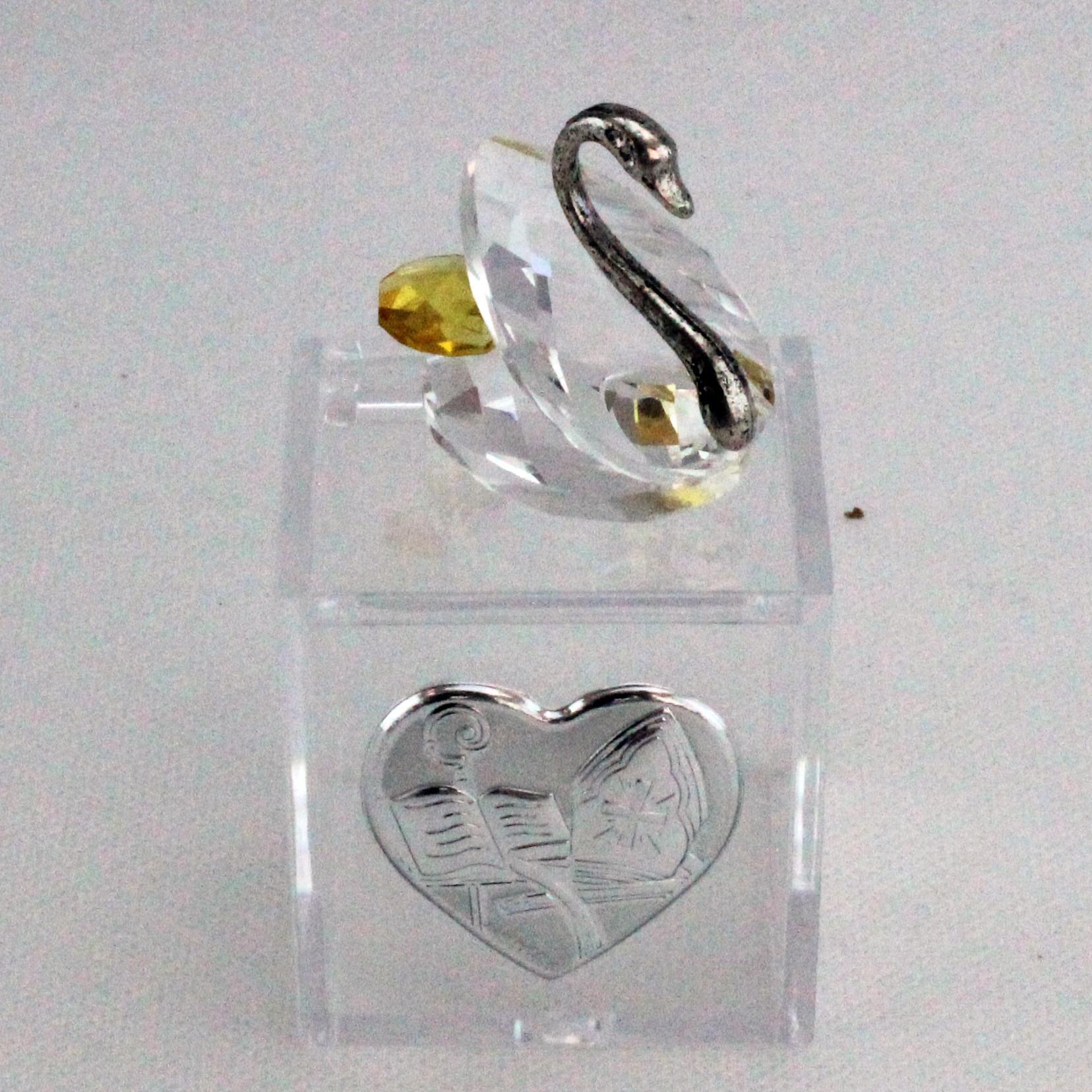Scatoline in plastica con Cigno in cristallo e piastra Cresima