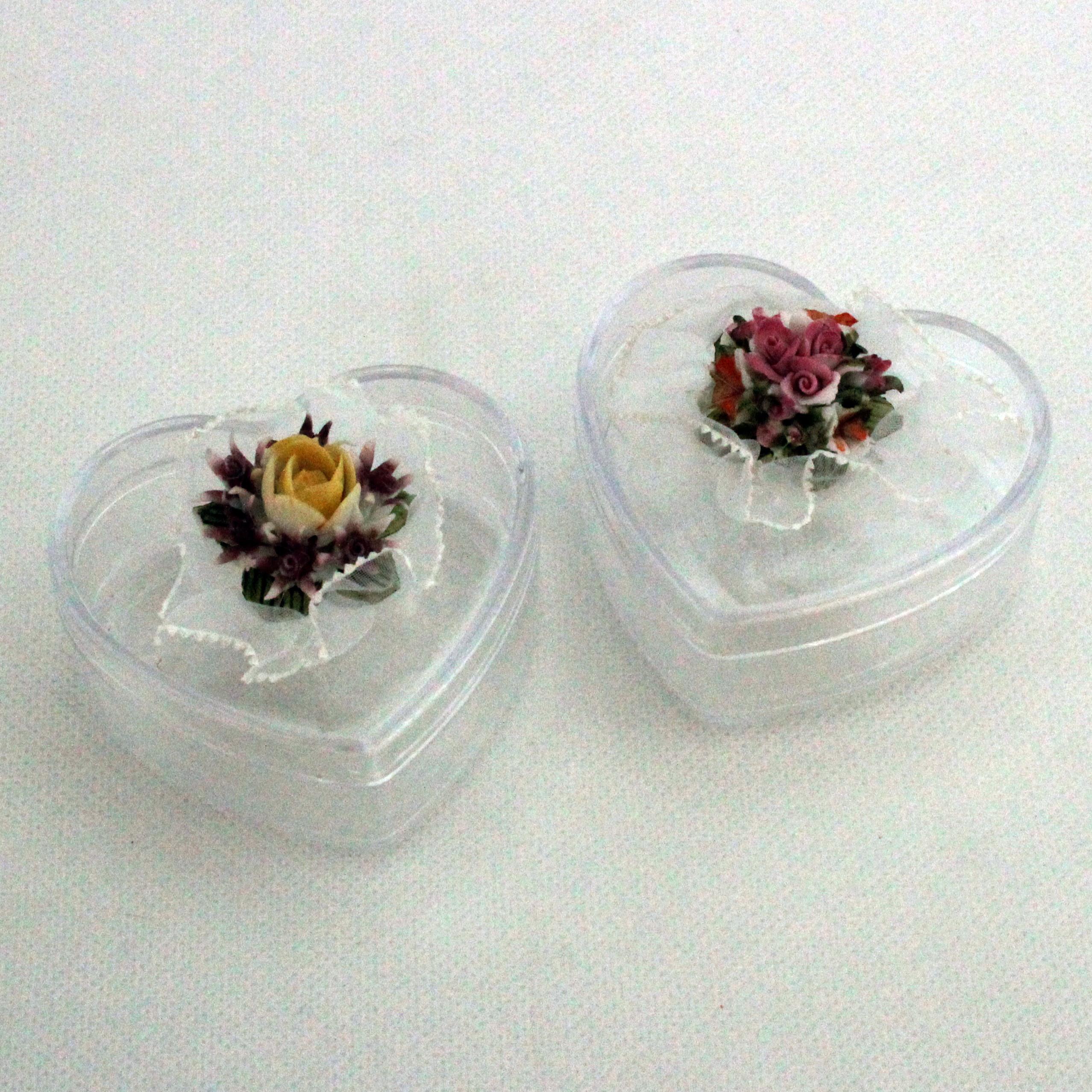 Scatolina cuore in plastica rigida con fiore in ceramica (kit 24 pezzi)
