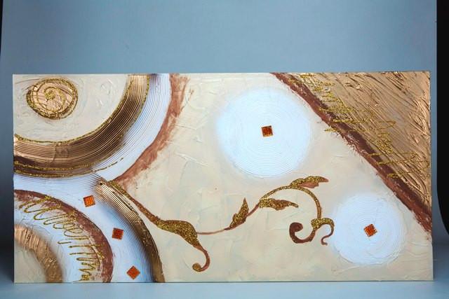 Tela decorata a mano, con rifiniture e glitter in oro