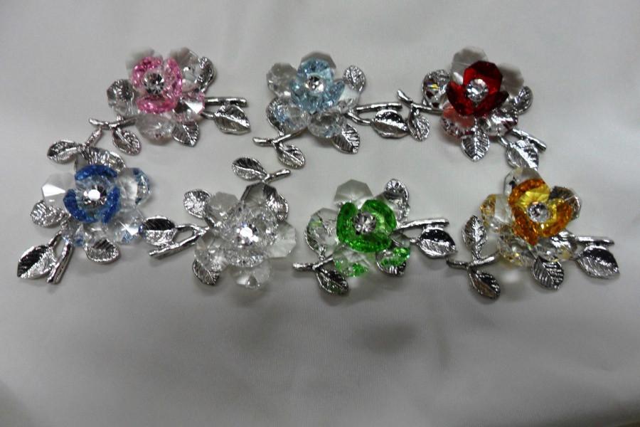 Fiore in cristallo con vari colori e punto luce