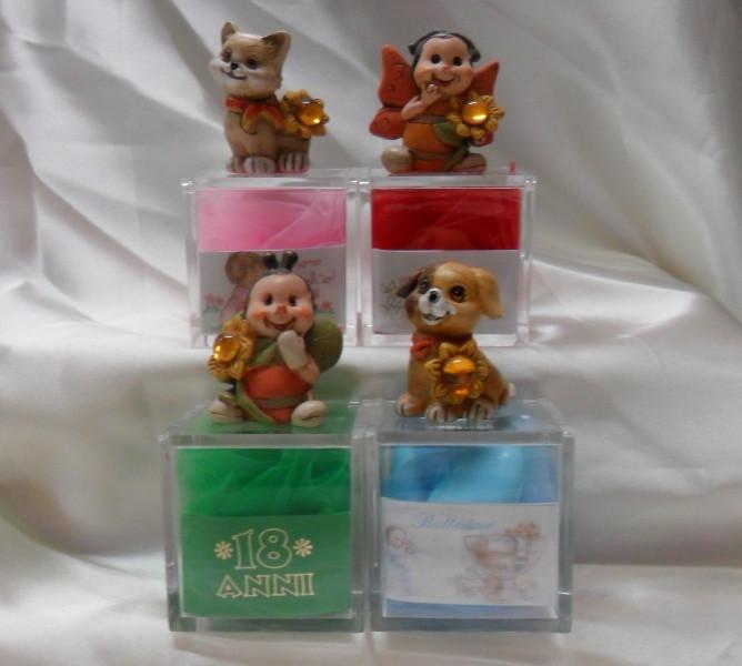 Scatoline in plexiglass, con animali in resina