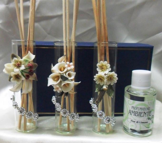 Diffusore con fiore in porcellana e punti luce