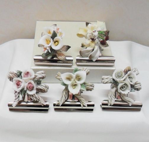 Fermacarte con fiori in porcellana