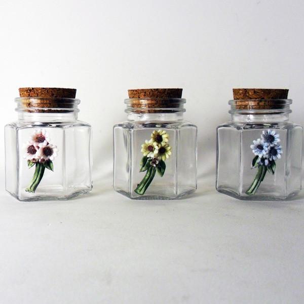 Barattolo in vetro, modello esagonale, con tappo in sughero e fiori in porcellana stile capodimonte HI2816