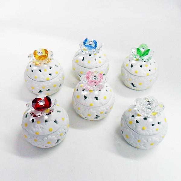 Scatoline in ceramica con fiore in cristallo e punto luce