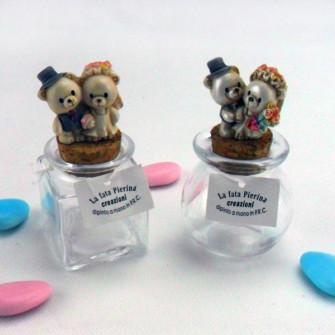 Barattoli in vetro con orsetti sposi