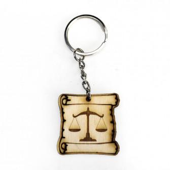Portachiavi Ciondolo in legno Pergamena Laurea in Giurisprudenza Avvocato Bilancia
