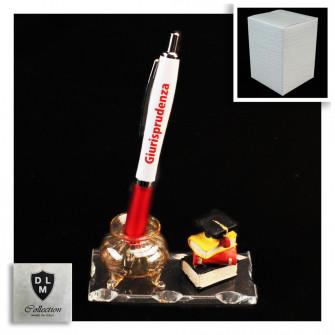 PortaPenne Calamaio in vetro soffiato con Penna per Laurea in Giurisprudenza Avvocato Studente Libri Tocco in resina